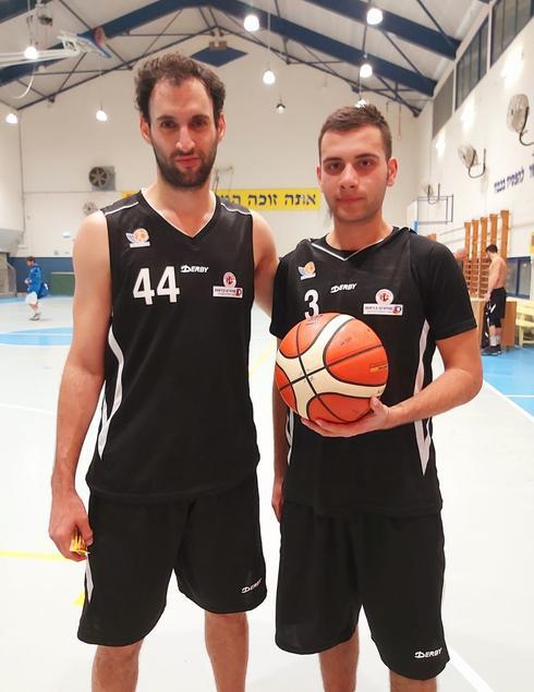 המצטיינים אתמול: יפתח בוכמן (משמאל) ואיתי גלזר שחקן קבוצת הנוער.