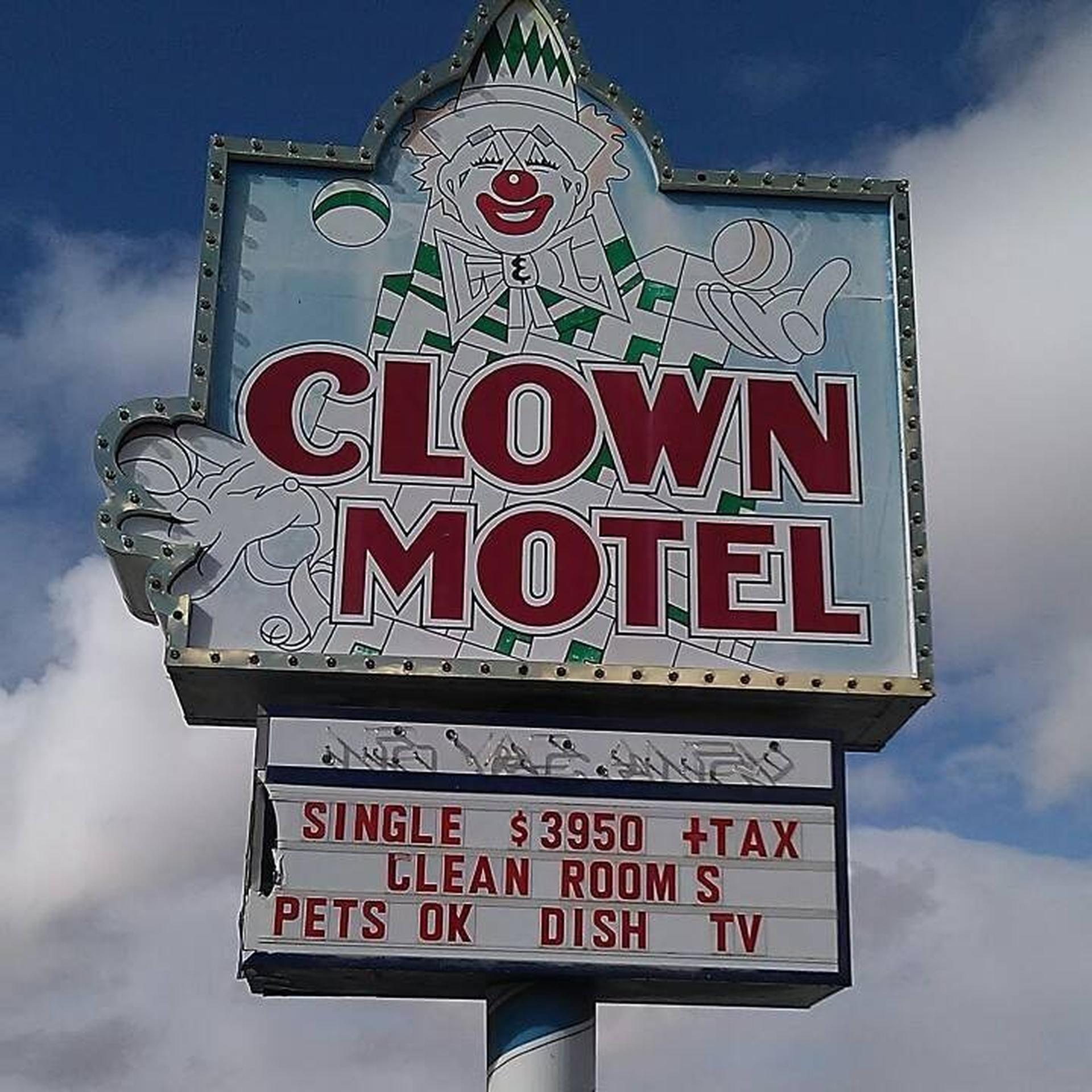 מלון הליצנים בנבדה. צילום מתוך עמוד הפייסבוק