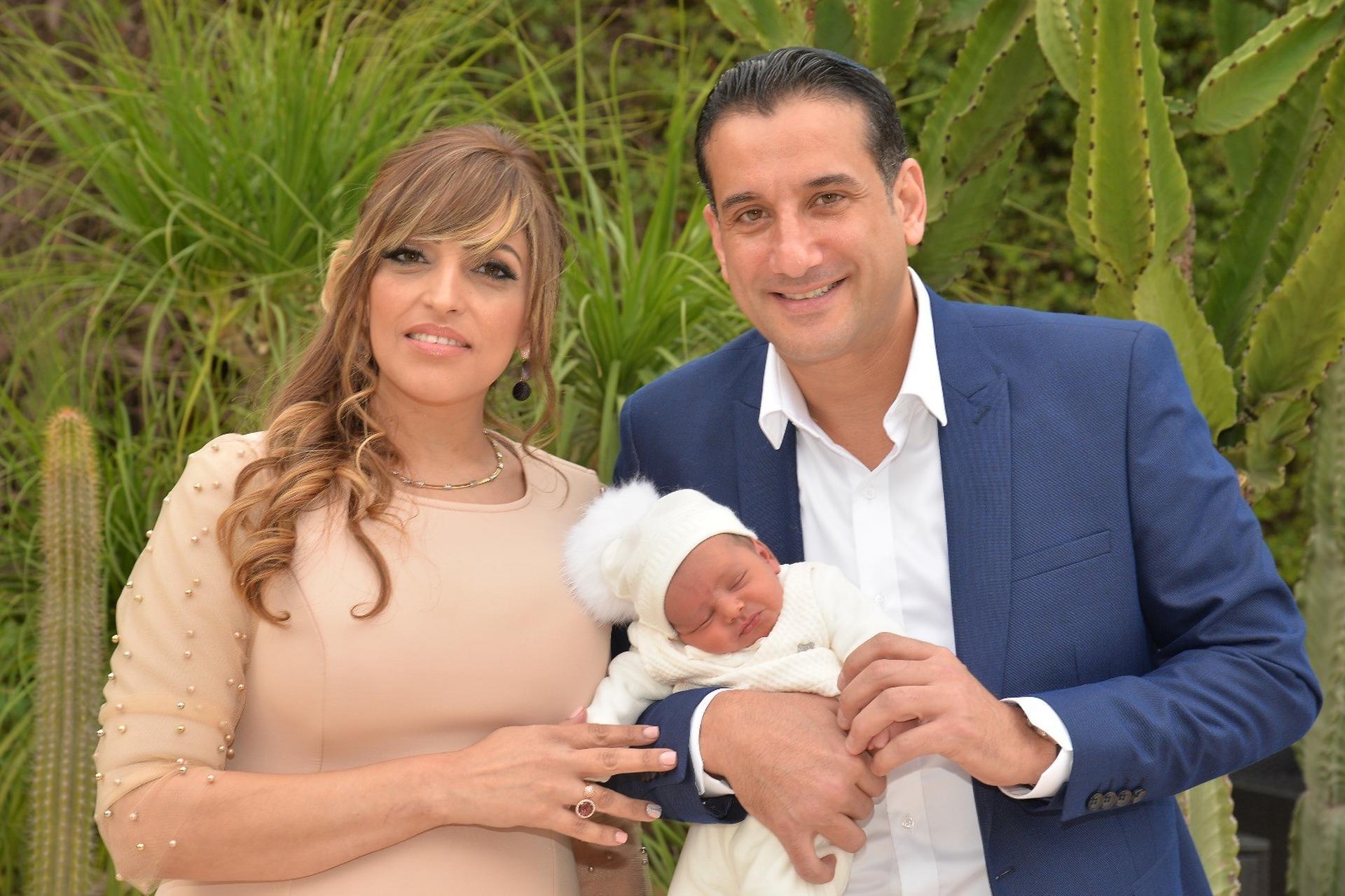 הזוג המאושר עם בנם. צילום: אבי את אבי