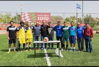 מארגני הטורניר ונציגי הקבוצות שהעפילו לחצי הגמר. צילום: רונן מני