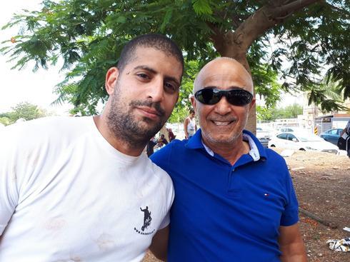 """לירן אלידומי, מאמן/מנהל """"הסלע"""", עם מי שמילא את התפקיד במשך 40 שנה, ציון צוברי. צילום: אבישי גמליאל"""