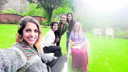 עם המטיילים הישראלים   צילום פרטי