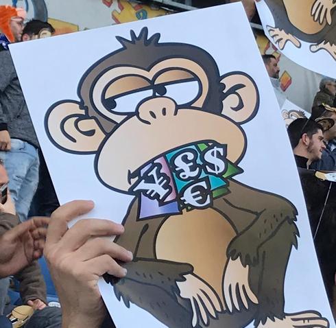 האוהדים מתריעים. מחאת הקופים
