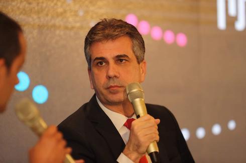 אלי כהן, שר הכלכלה, בוועידת ידיעות תקשורת לעסקים באילת. צילום: גיל נחושתן