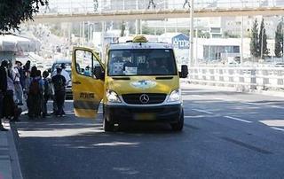 מונית שירות בפתח תקוה. צילום: גיל לרנר