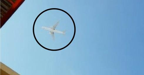 מטוס בשמי ראש העין. צילום: אנט תם-מליחי