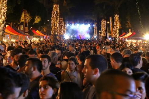המוני אנשים בפסטיבל הבירה הראשון (צילום: איתמר רותם)