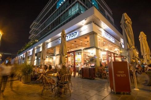 קפה לנדוור ברחוב השחם. צילום ארכיון: עיריית פתח תקוה