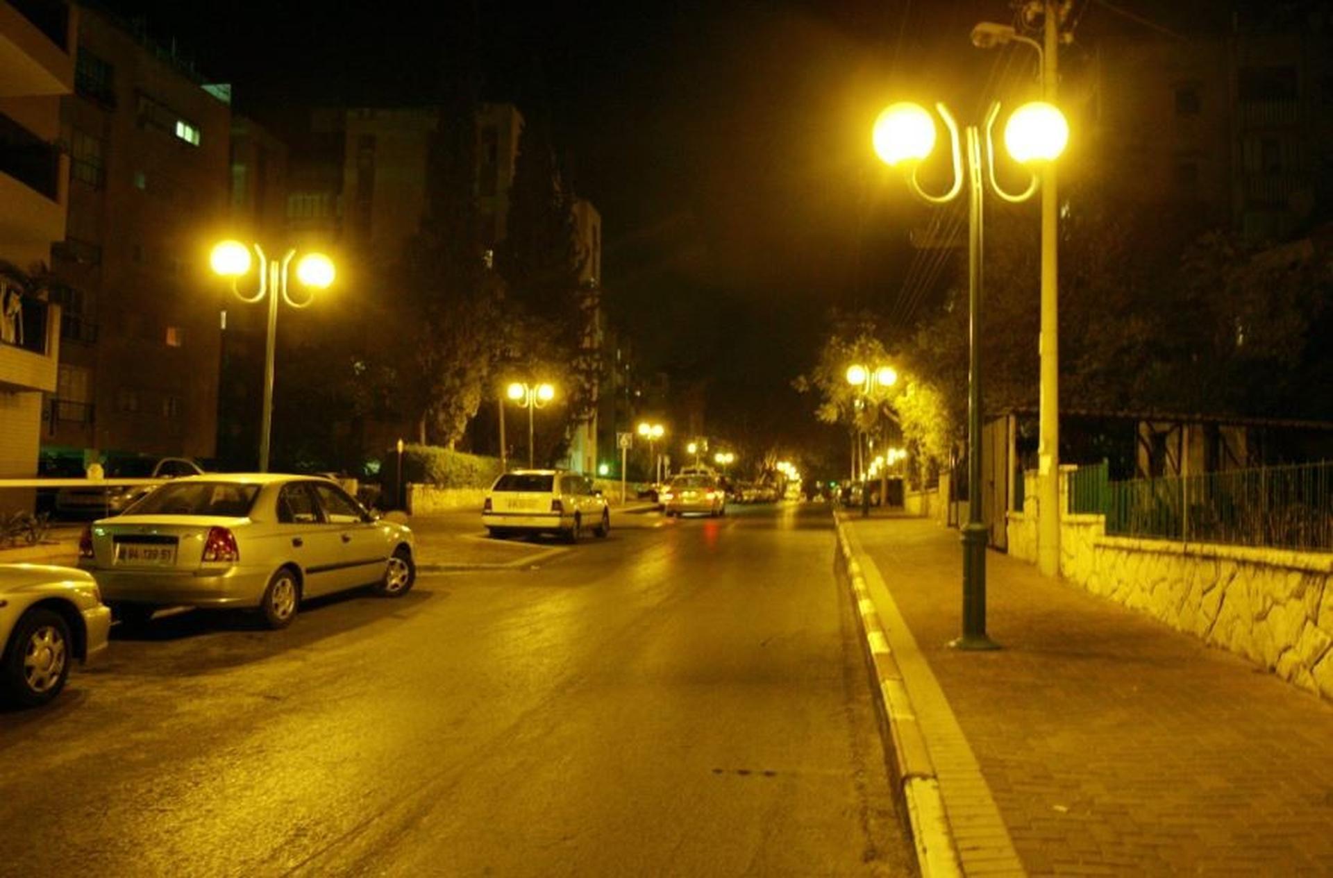 תאורת רחוב   צילום: טל שחר