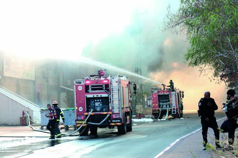 השריפה במחסן הולנדיה | צילום: תומר שונם הלוי